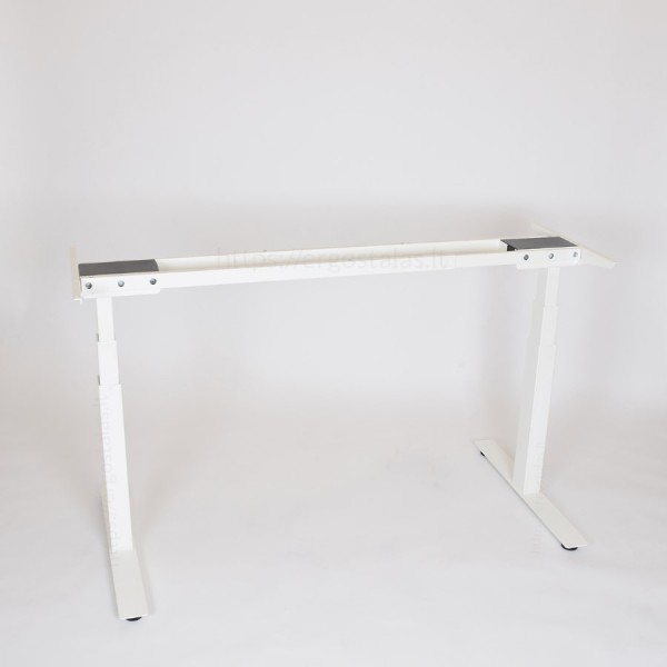 Reguliuojamo aukščio stalo kojos pakeltos iki vidutinio aukščio